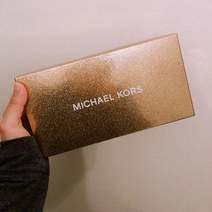 Michael Kors Zip continental wallet